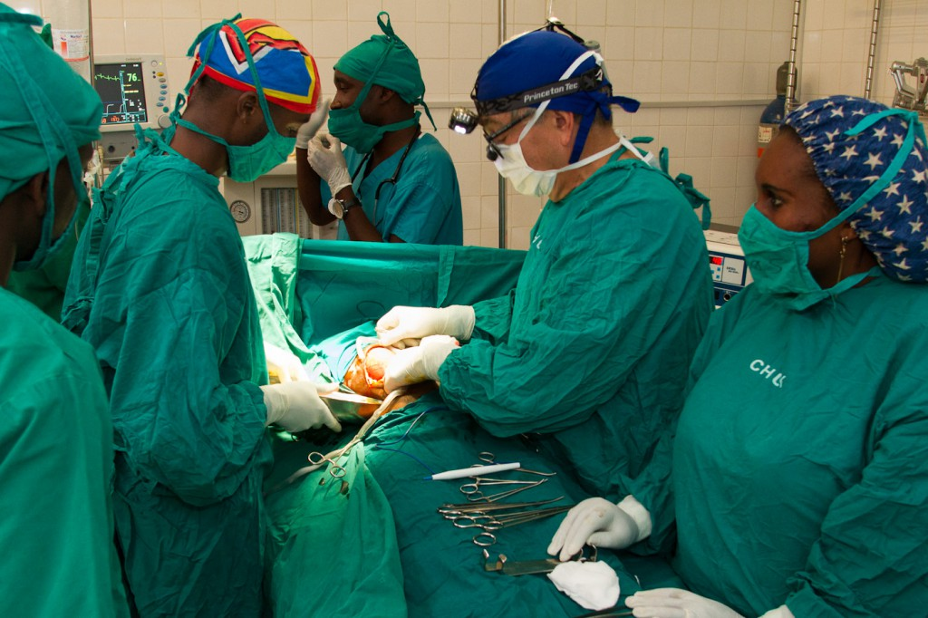 Dr. Perencevich performs gall bladder surgery.