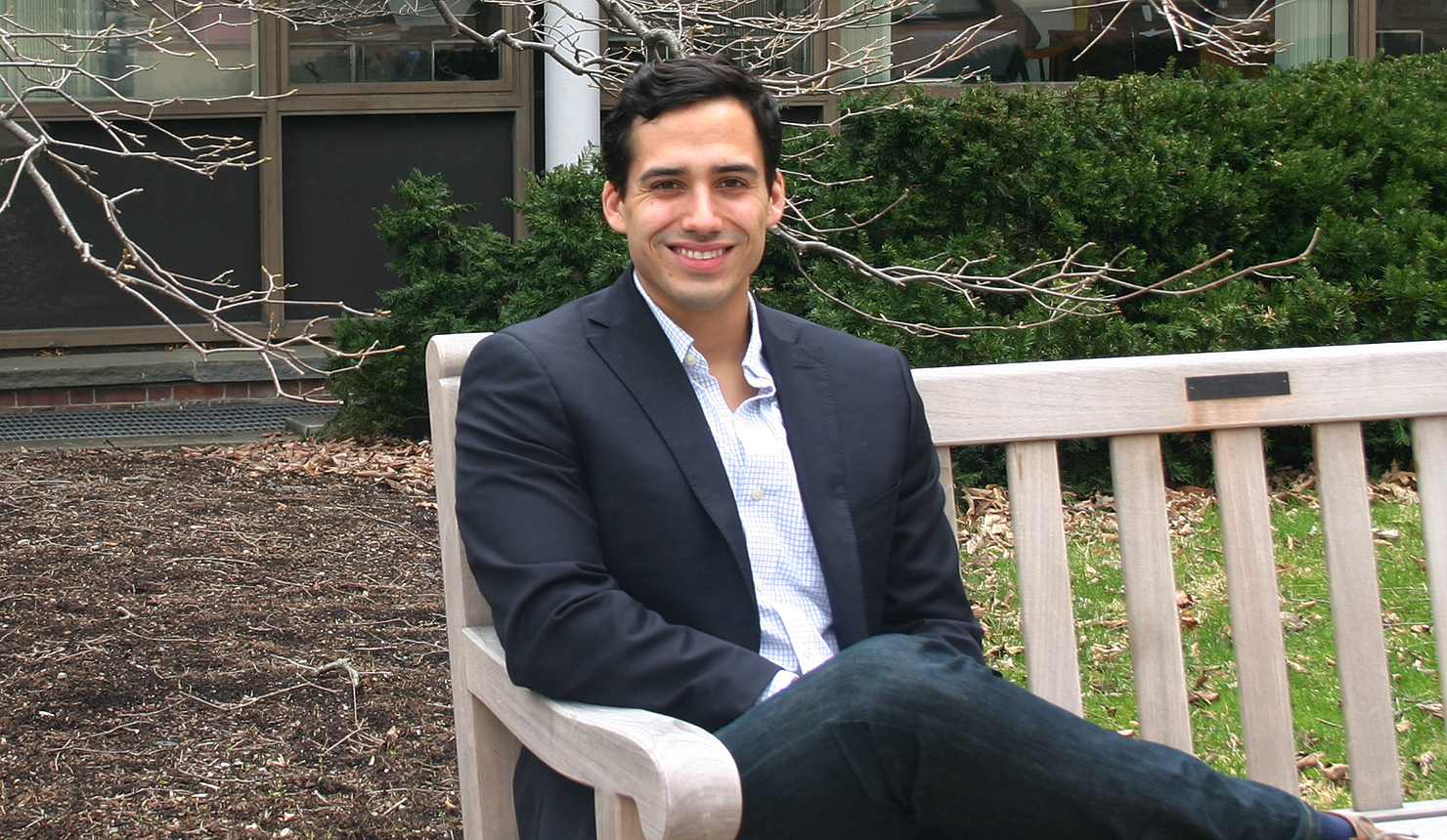 Geisel med student Tito Porras was selected to conduct full-time biomedical research through the Howard Hughes Medical Institute's Medical Research Fellows Program.