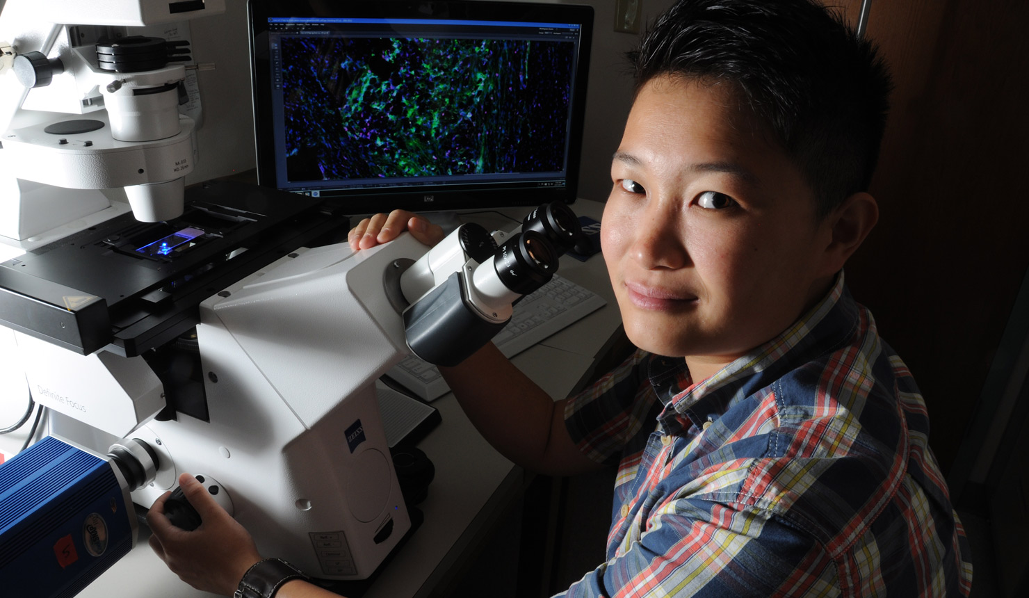Geisel MD-PhD student Yike Jiang is investigating how immune system response to HSV1 can lead to blindness, and how to prevent it.