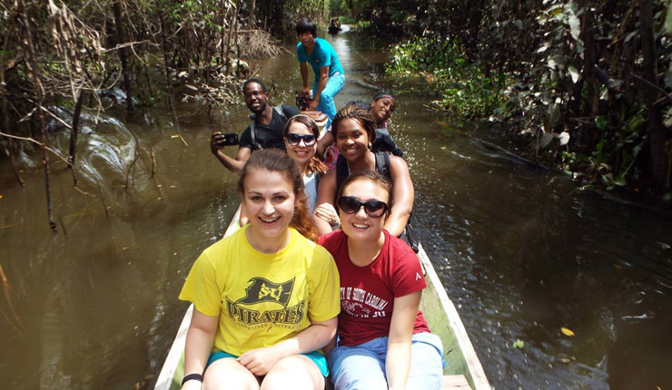 Geisel student Adrianna Stanley (second row left) worked closely with other Kean Fellows in Peru's Amazon basin.